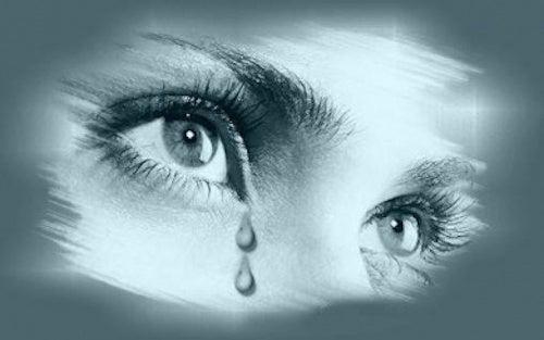 Ritratto di donna in lacrime