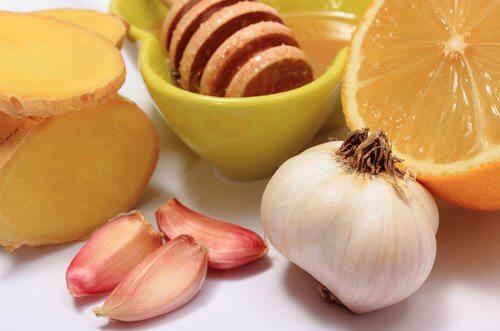Aglio, zenzero e miele per curare 8 disturbi comuni