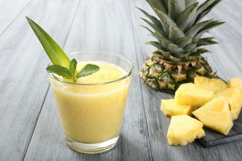 l'ananas aiuta con lo stomaco infiammato