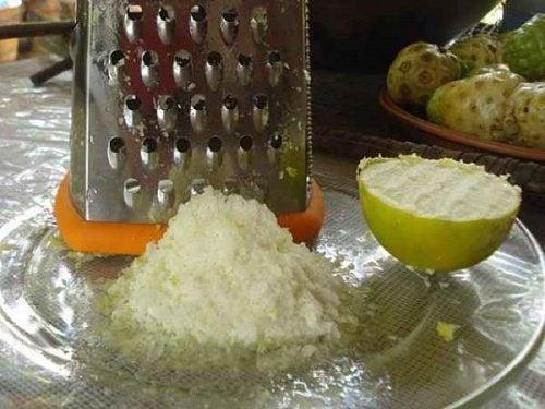 Tecnica del limone congelato d'aiuto contro i tumori
