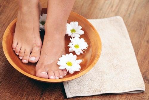 Un buon pediluvio aiuta ad alleviare il gonfiore ai piedi