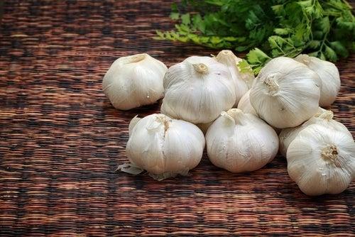 15 usi dell'aglio benefici per la salute