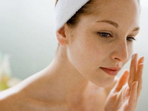 8 modi per ridurre le rughe e prendersi cura della pelle