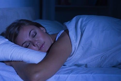 dormire per ridurre le occhiaie