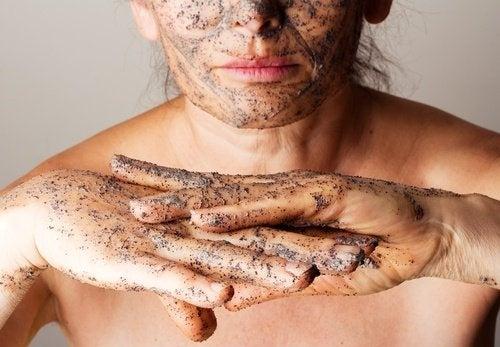esfoliazione di viso e mani