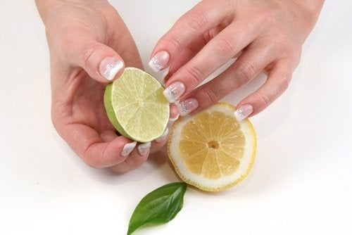 Limone per sbiancare le unghie