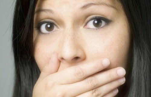 7 odori corporei che indicano un problema di salute