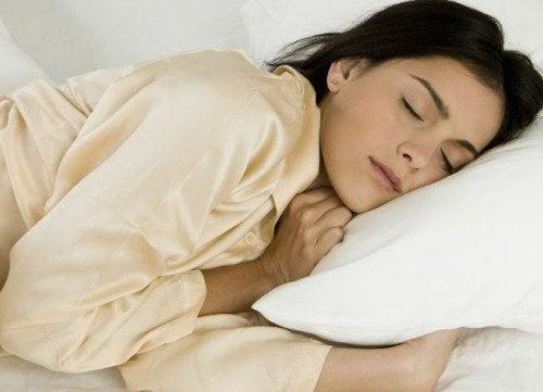 Gli 8 migliori alimenti per dormire serenamente