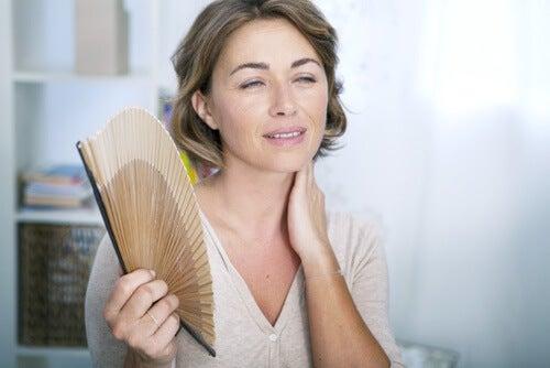 6 tisane naturali per alleviare i sintomi della menopausa