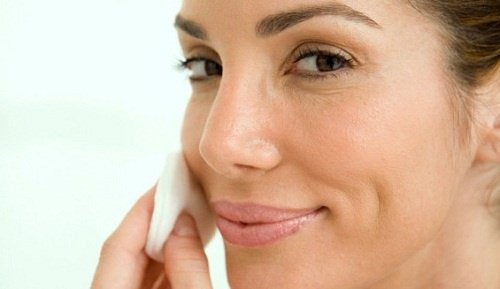 Uno spicchio d'aglio al giorno fa bene alla pelle