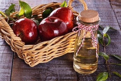 aceto di mele e mele rosse