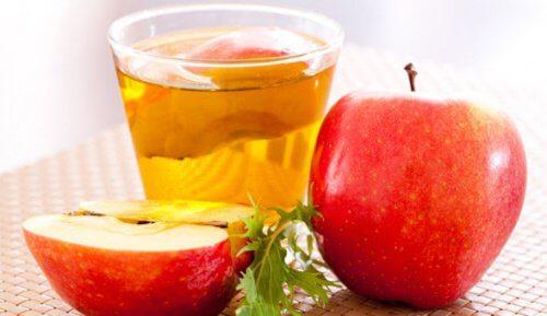 Usato come collutorio, l'aceto di mele aiuta a trattare le gengive infiammate