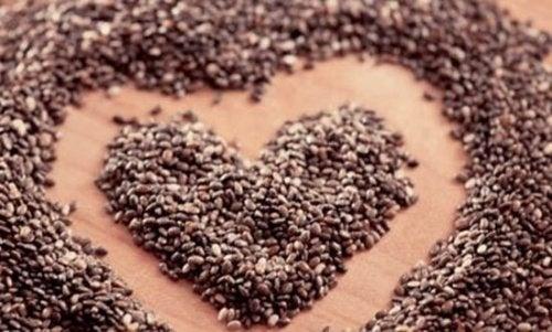 Cuore di semi di chia