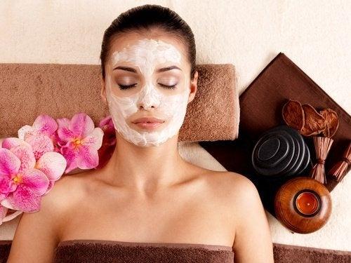 Maschera per il viso dall'effetto cicatrizzante e antirughe