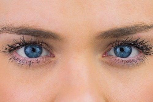Occhi senza occhiaie