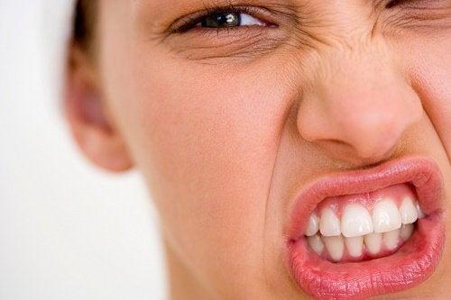 le amicizie passivo-aggressive hanno un effetto tossico su di noi
