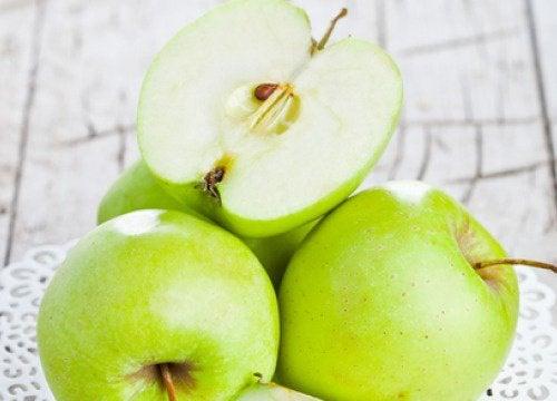 I numerosi benefici di una mela verde al giorno