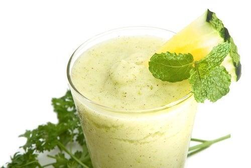 frullati benefici di ananas cetriolo e aloe vera