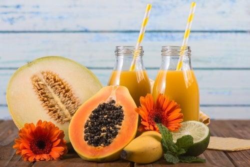 frullati benefici di melone ananas e papaya