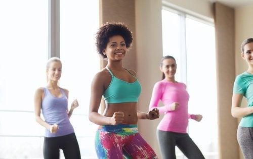aerobica per dimagrire addome e ballare in vita