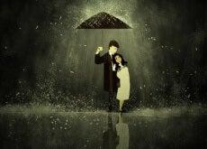 casualità coppia-sotto-l'ombrello-jpg-500x298