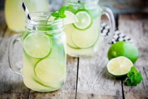 Deliziosa limonata brucia grassi