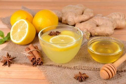 acqua di cannella al miele e limone per dimagrire