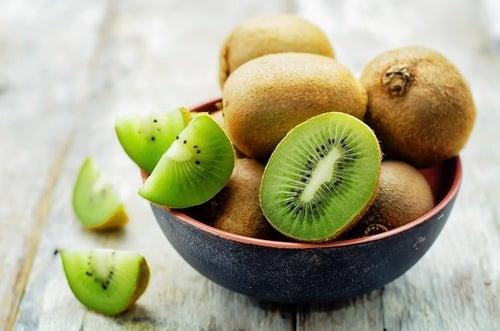 i kiwi sono ricchi di vitamina C