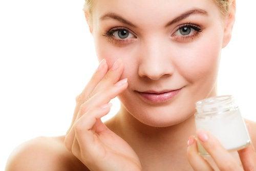 Rughe nel contorno occhi: consigli per prevenirle