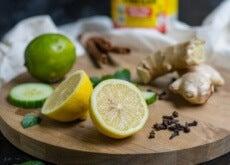 lime, limone, chiodi di garofano e zenzero