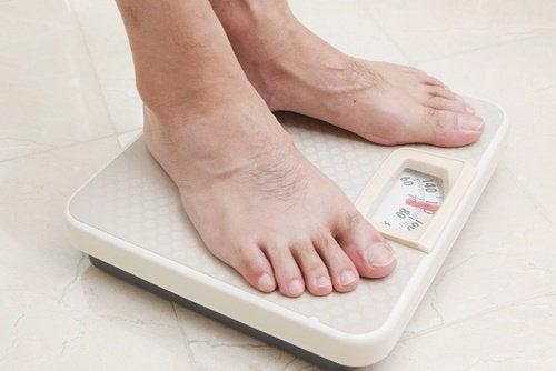 Per perdere peso, pesatevi e annotate tutto su un quaderno