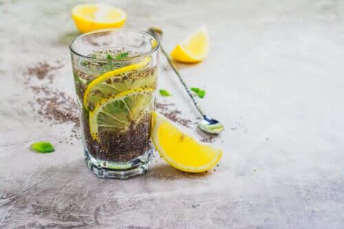 Succo di limone e semi di chia contro il colesterolo