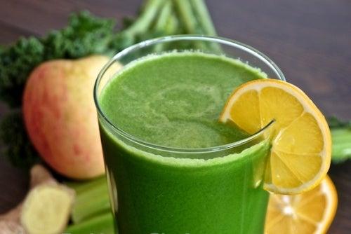 Frullato di spinaci mele e limone