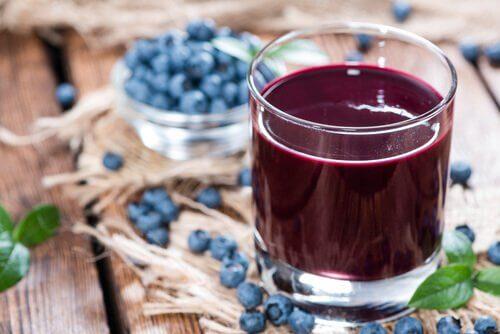 Il succo di mirtilli aiuta a trattare le gengive infiammate