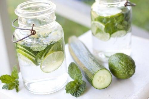 Benefici dell'acqua al cetriolo che forse non conoscete