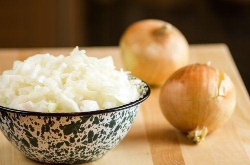 Come preparare il succo di cipolla