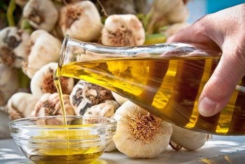 Machera aglio e olio d'oliva