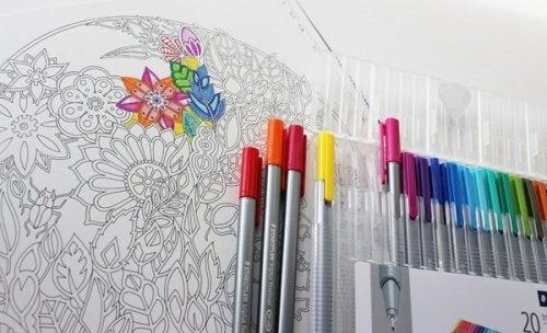Libri da colorare: arte terapeutica per adulti