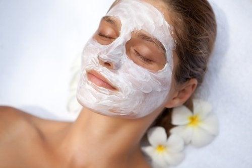 Maschera per il viso per ridurre i pori dilatati della pelle