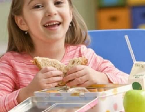 bambina alimentazione sna