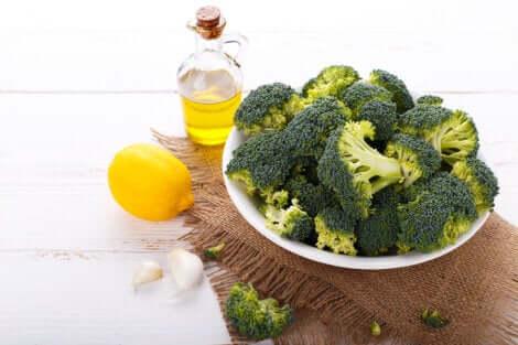 Broccoli, aglio e limone