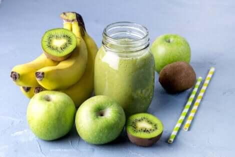 Frullato della felicità a base di banana, mela e kiwi.