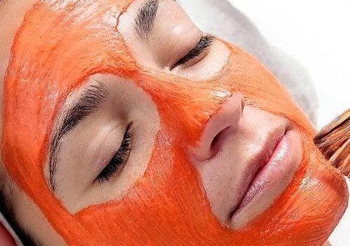 maschera viso alla carota