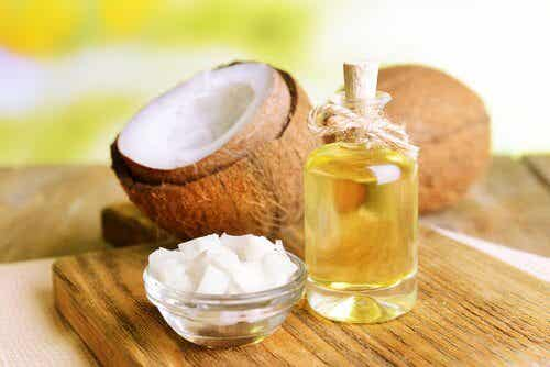 L'olio di cocco: perché tenerlo sempre in dispensa?