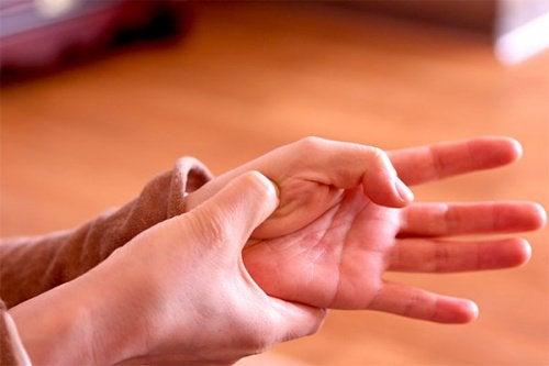 4 punti di pressione per alleviare i dolori