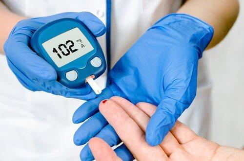 6 strategie per ridurre i livelli di glucosio nel sangue