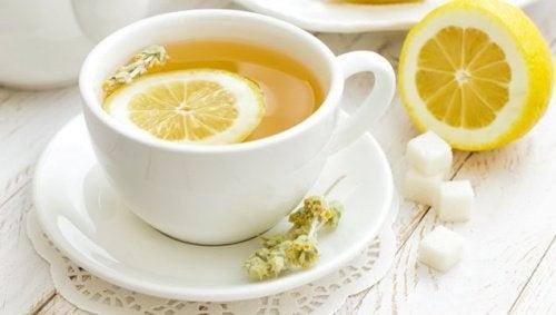 tè al limone e cannella