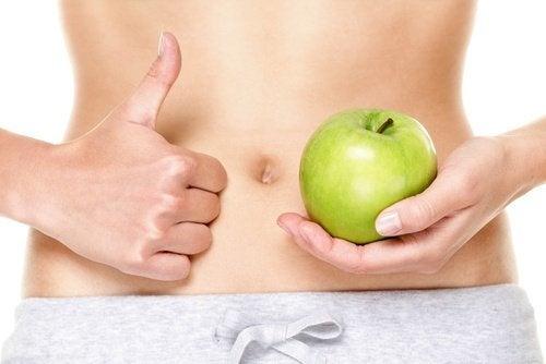 ventre piatto e mela verde