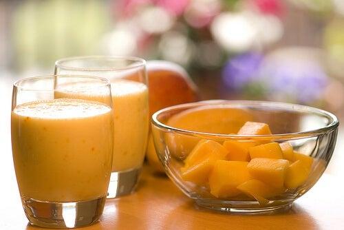 Frullato-arancia-papaya