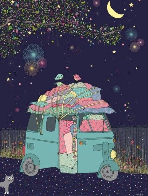 camper colorato di notte
